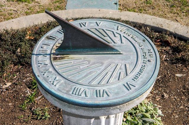 sundial-587636_640